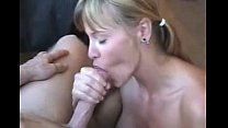 Casada safada mamando gostoso na rola do seu vizinho