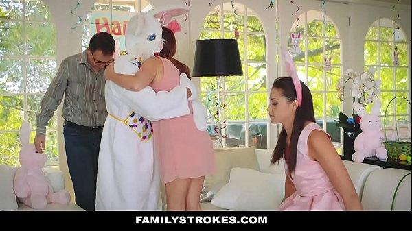 Novinha Safada Fudendo Com Coelhinho Da Pascoa