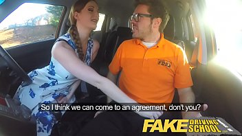 Aluna amadora fudendo no Fake Driving School