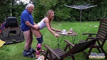 Video porno de incesto com velho e sua neta de 18 anos