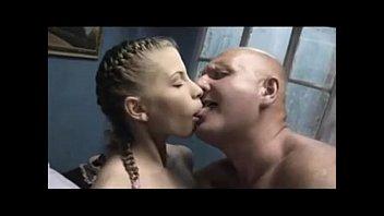 Video porno de incesto com pai e filha de 18 anos