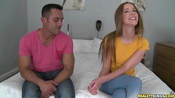 Novinha tesuda e timida fazendo sexo no motel