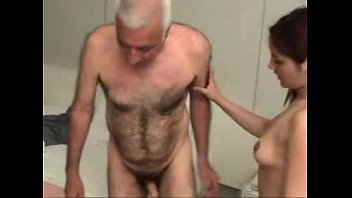 Video porno de ninfeta dando pra homem mais velho