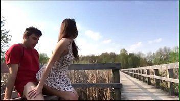 Novinha Fazendo Sexo Com Namorado No Banco Da Praça
