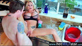 Briana Banks fudendo a buceta com vizinho na cozinha