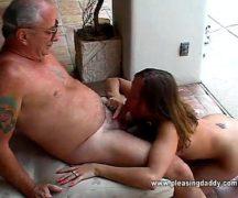 Novinha gostosa dando pro tio da sua amiga