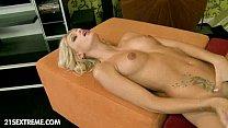Erica Fontes gozando gostoso ao se masturbar em sua casa