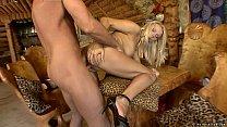 Loira safada dando gostoso pra um jovem bem dotado