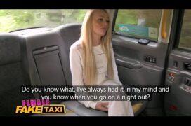Fake Taxi com taxista lésbica cobrando com putaria