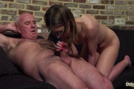 Video porno de incesto com velho tarado e menina