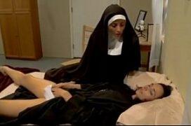Freiras lésbicas fazendo sexo oral proibido na igreja