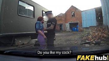 Novinha dando a buceta pro policial pra nao leva multa