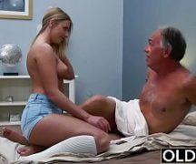 Massagista novinha dando a buceta pro cliente