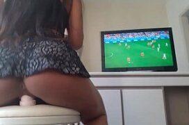 Amadora Masturbando no Jogo da Copa do Mundo