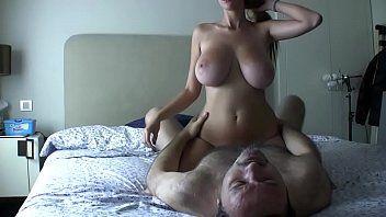 Loira gostosa traindo o marido com gordo safado