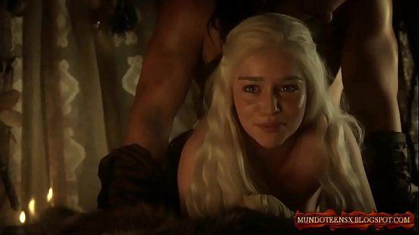 Cenas de sexo com a mãe dos dragões