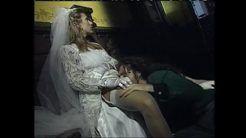 Noiva traindo o marido no dia do casamento.