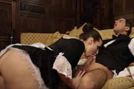 Empregada safada dando a bucetinha para o mordomo